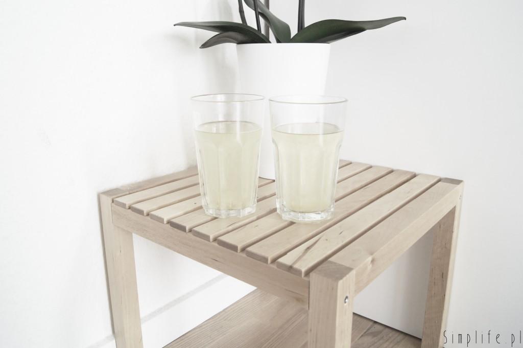 woda z sokiem z cytryny