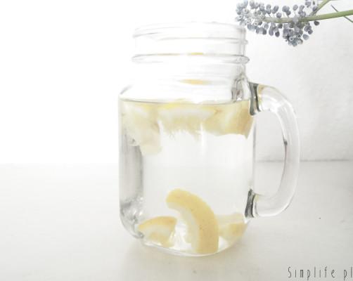 Woda z sokiem z cytryny, czyli najlepszy początek dnia.