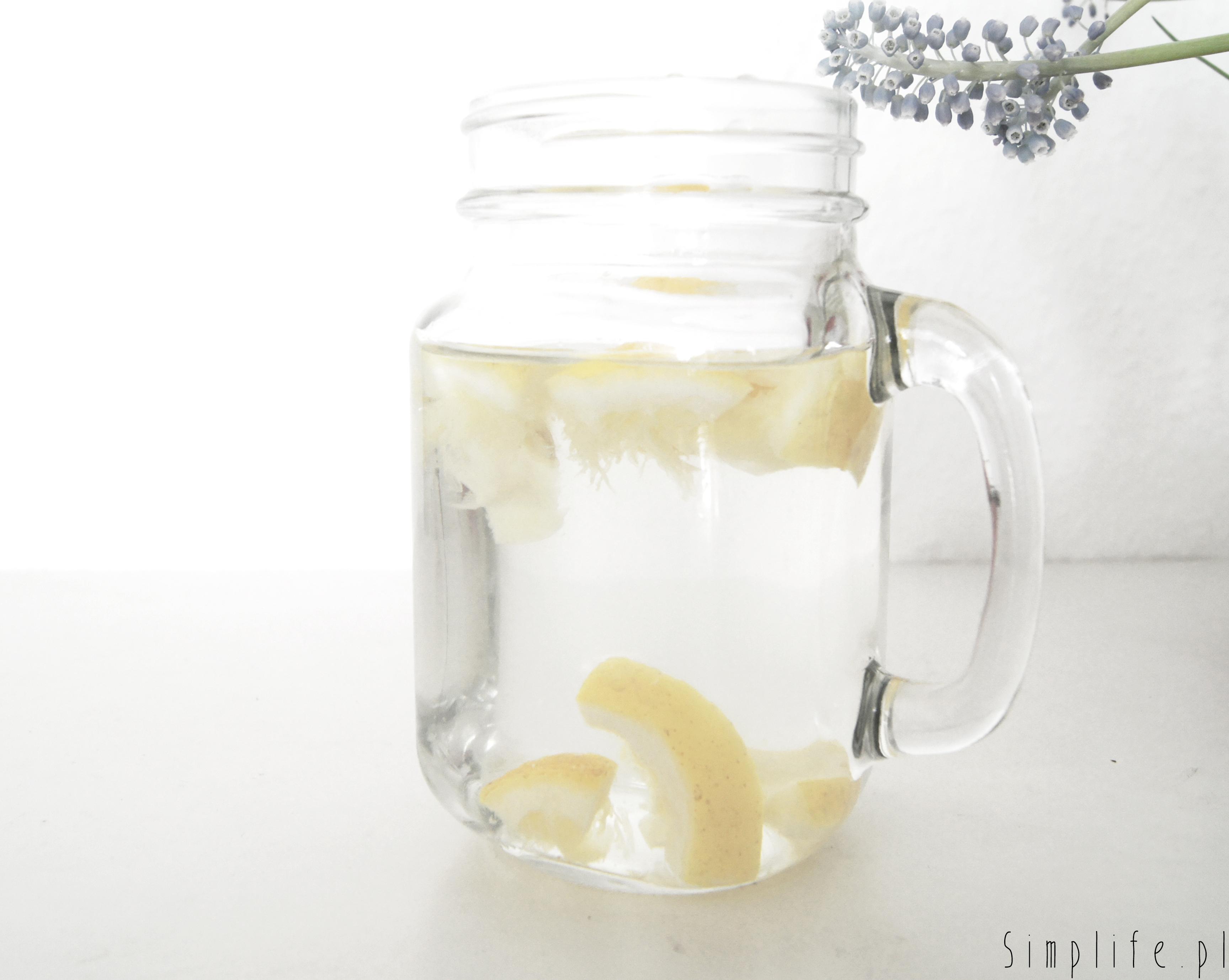 woda-z-cytryną-i-miodem