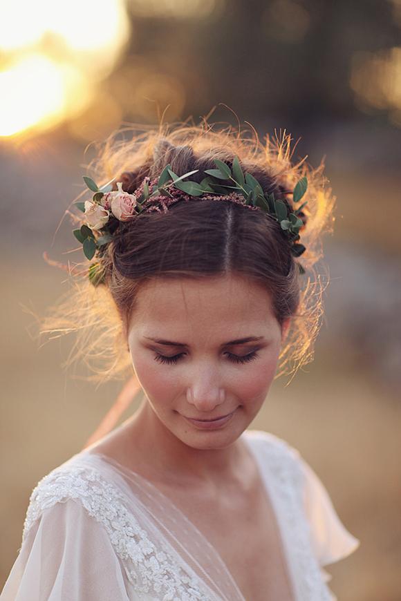 wianek ślubny upięte włosy