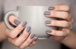 minimalistyczny manicure