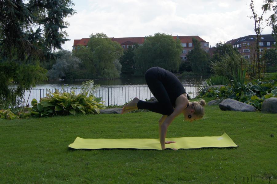 joga pozycja żurawia