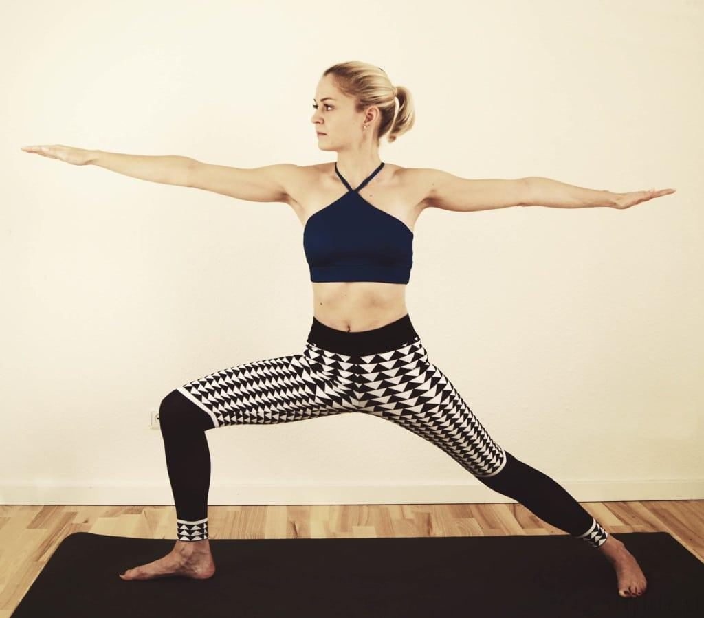 pozycje jogi - pozycja wojownika joga - ćwiczenie