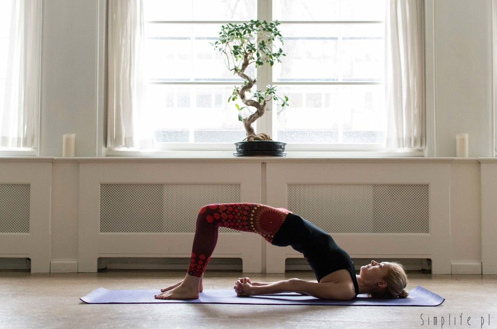 joga półmostek