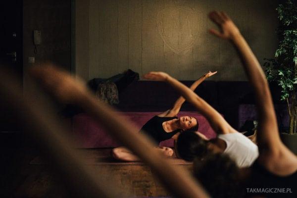 Dlaczego warto ćwiczyć jogę? Warsztaty jogi – relacja.
