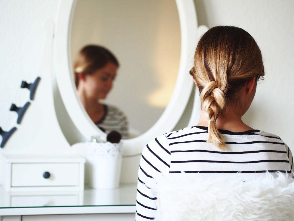prosty warkocz włosy półdługie
