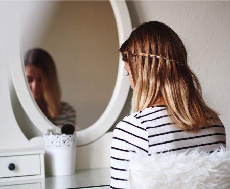 Półdługie włosy – 4 pomysły na proste fryzury.