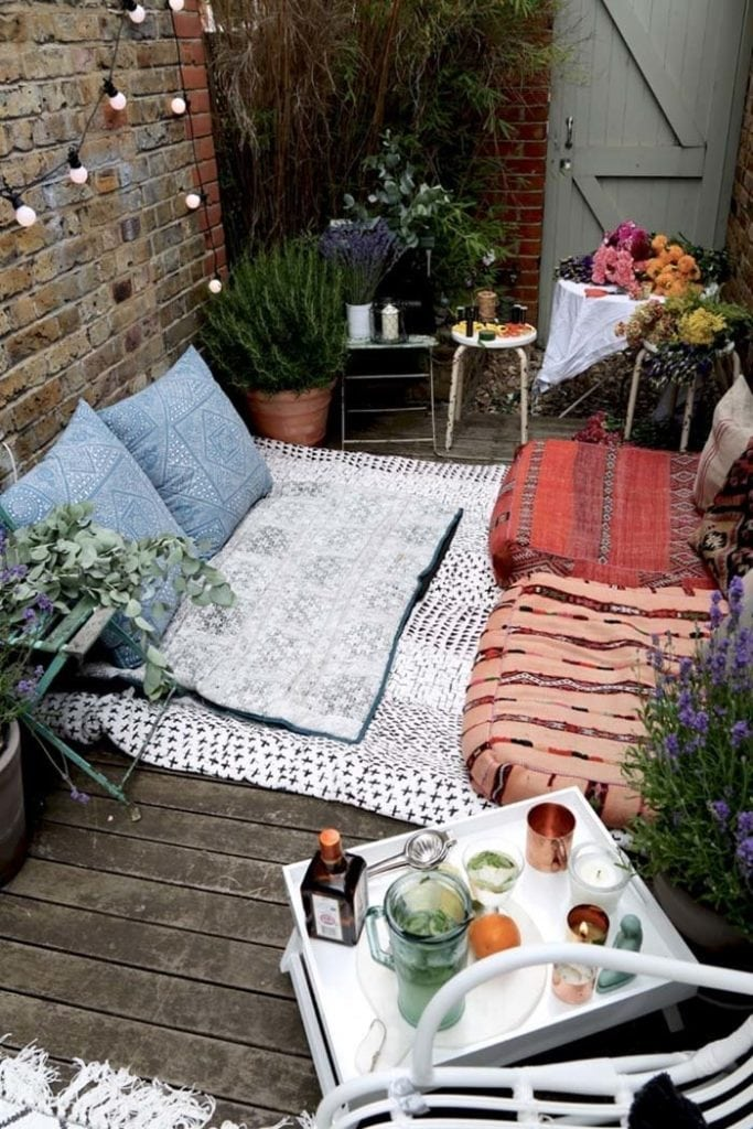 Fabulous-Spring-Balcony-Decor-Ideas-04-1-Kindesign
