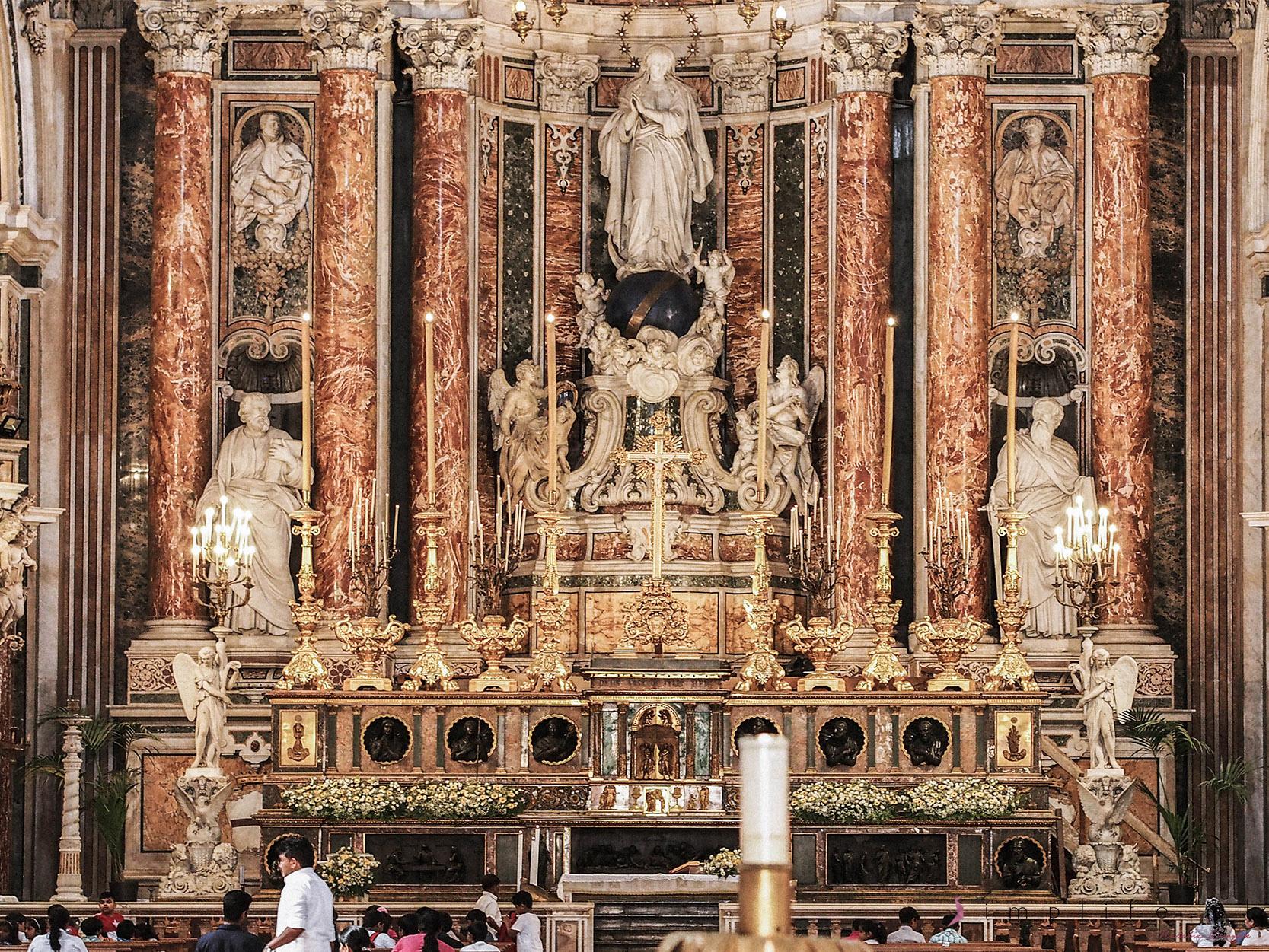 Świątynie-kościoły-Neapol