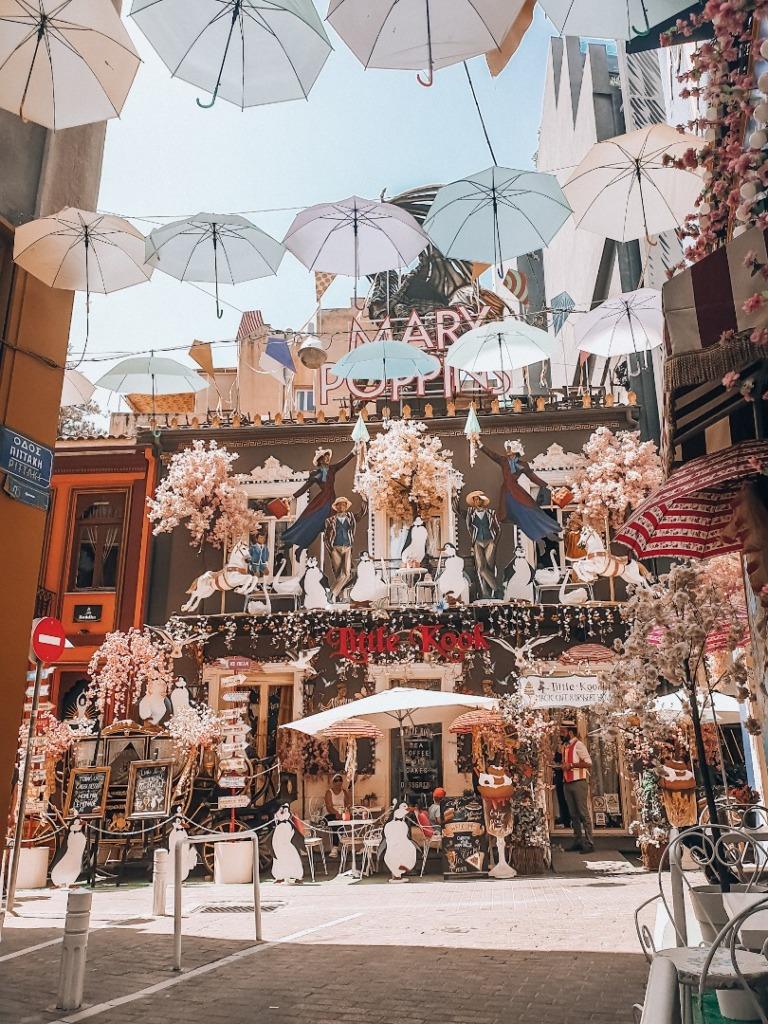 ateny ulica z parasolami