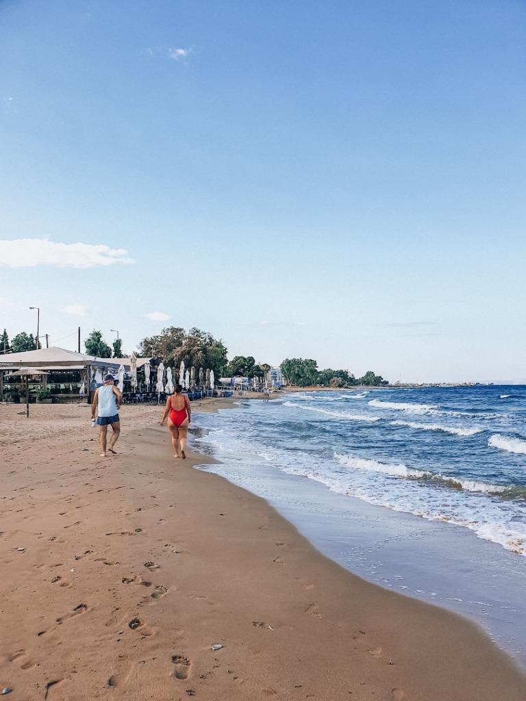 spacer po plaży w artemidzie