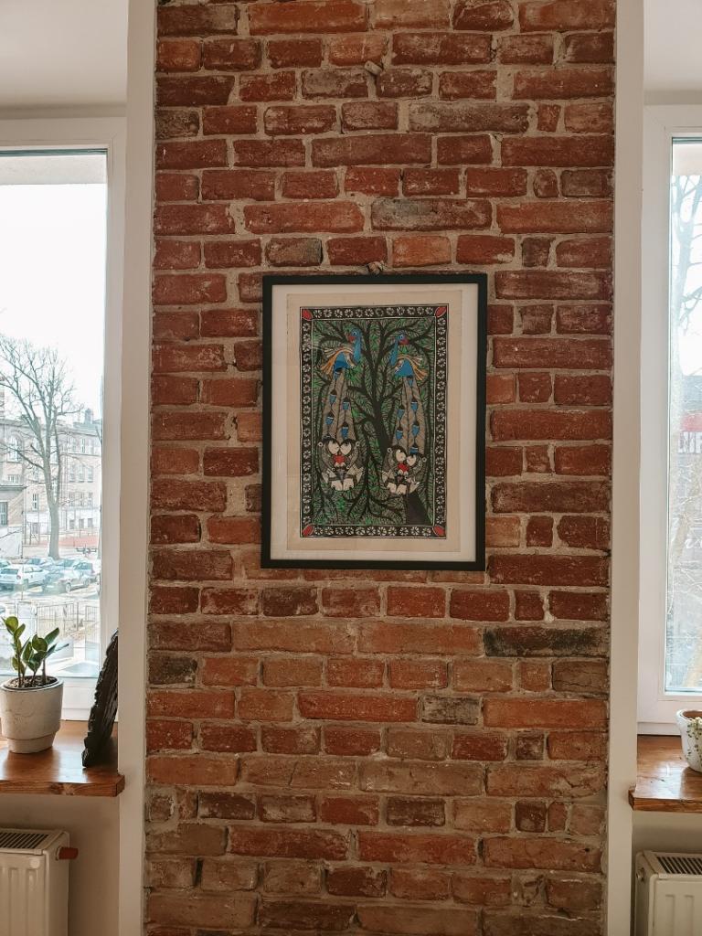 salon ściana z cegły