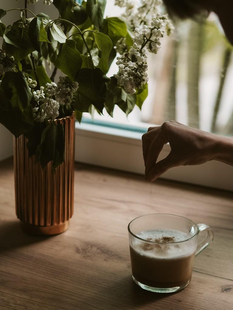 kawa z mlekiem kokosowym